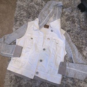 American Eagle Jean jacket (SIZE SMALL)